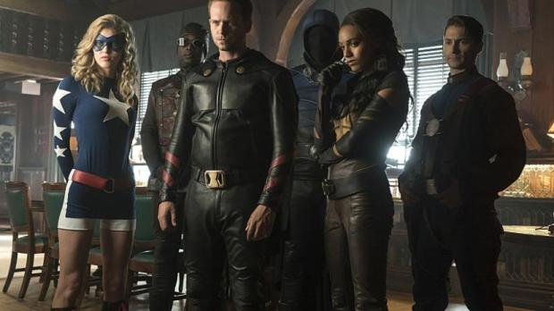 legends-of-tomorrow-season-2-justice-society-of-america-team-photo